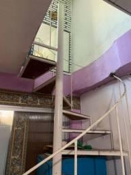 Escada circular usada em ótimas condições