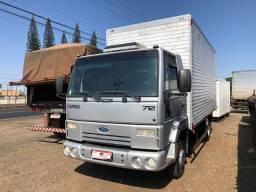 Ford Cargo 712 2012 Baú com 248 mil km