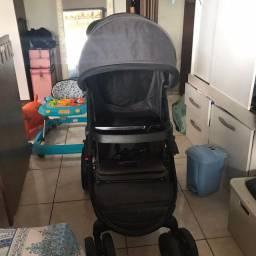 Carrinho de bebê com bebê conforto!