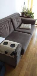 Sofa, mesa, cadeira, gaveteiro, cama.