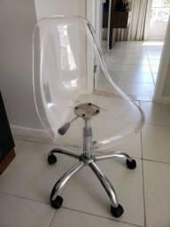 Cadeira Eames transparente giratória