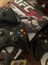 Xbox 360, sem jogo, 3 manetes.