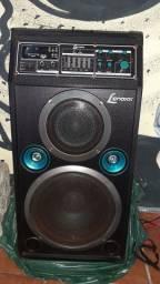Caixa de som amplificada em perfeito estado funcionando tudo bem conservada