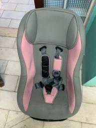 Cadeira infantil para automóvel.