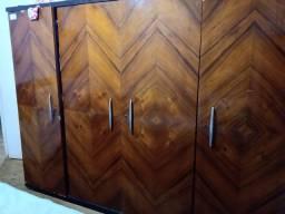 Guarda roupa antigo de madeira cerejeira maciça