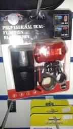 Kit farol e pisca de led usa pilhas AA (nas incluidas)