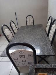 vendo mesa 6 cadeira e um armário