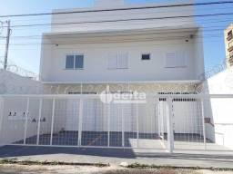 Apartamento com 3 dormitórios para alugar, 70 m² por R$ 2.000/mês - Aparecida - Uberlândia