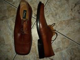 Sapato de couro marrom