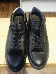 Lote com 5 calçados masculinos de marca, seminovos; numeração 44.