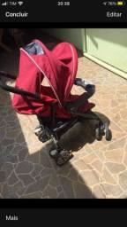 Carrinho de bebê com bebé conforto