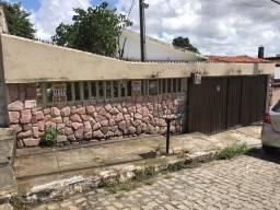 Aluga-se uma casa em Cajueiro com 120 M2