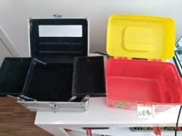 Duas maletas para maquiagem