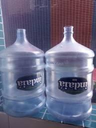 Galões de água