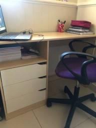 Escrivaninha e cadeira de computador