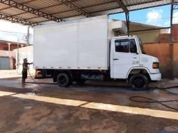 Título do anúncio: Vendo caminhão 710 c/ câmara fria gancheira