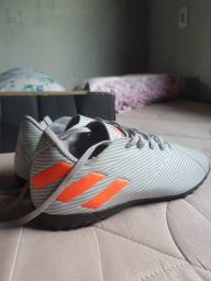 Chuteira Adidas Nemeziz 19.4 Society Original na Caixa