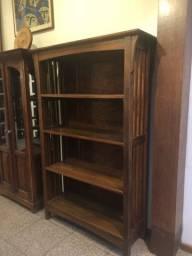 Estante em madeira maciça para livros