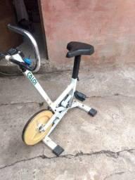 Bicicleta ergométrica antiga usada