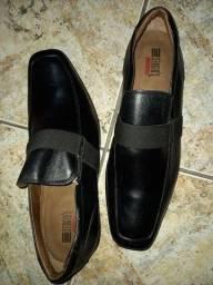 Sapato de couro preto alto brilho