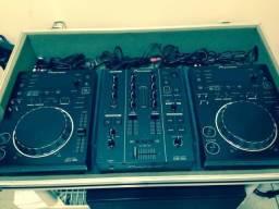 Kit Pioneer CDJ 350 e Mixer DJM 350 + Case Profissional e Fone + 02 cx som JBL Eon 515 XT