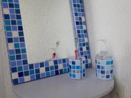 Espelho Decorativo Com Pastilhas Em Tons De Azul