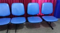 Cadeiras azul almofadada ótimo preço longarina R$ 260,00