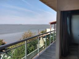 Casa na segurança de um condomínio, porém independente, linda vista e a Lagoa