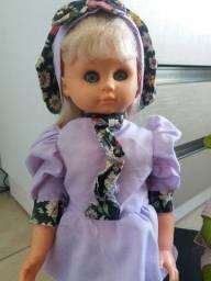 Linda boneca, bem cuidada