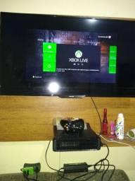 Xbox slim com uma luz vermelha