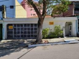 Casa 3 Dormitórios. 3 banheiros. 6 vagas. Bairro Nova Petrópolis - São Bernardo