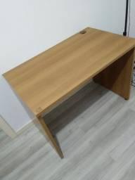 Mesa de escritório em madeira