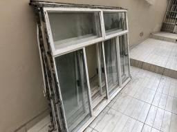 Janela de ferro retrô com vidro