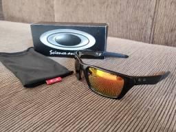 Óculos Oakley Jury com lentes polarizadas