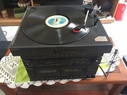 Vendo uma antiguidade rádio e toca disco