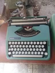 Máquina de Escrever Antiga Olivetti Para Decoração!