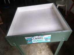 Mesa funda para saldo de livros