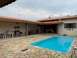 Casa com Quintal Grande e Piscina Analisa Troca .: 3972