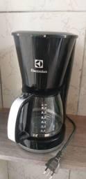 Vendo cafeteira Electrolux usada poucas vezes, está semi nova.