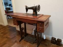 Máquina de costura Elgin antiguidade