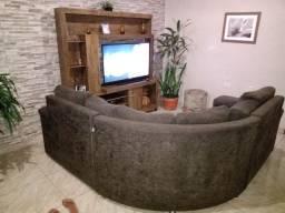 Vendo uma linda estante e um sofá