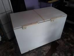 Vendo frezzer orizontal dupla ação Congelar e refrigera  (110 vts )conservado