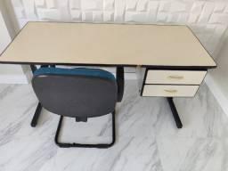 Mesa e cadeira escritório usado