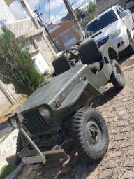 Jeep 1968 com carroceria de fibra do 1951