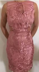 Vestido encantador em renda rosé