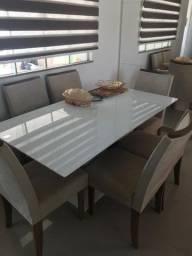 Mesa com 6 cadeiras bem conservados