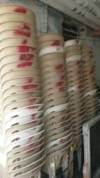 Vendo cadeiras resistentes 15 Reais cada cadeiras ou levando tudo chegaremos a negociação