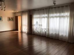 Apartamento - Padrão com 4 Quartos para Venda ou Aluguel, 220.00 M² a.c. por R$ 950.000,00