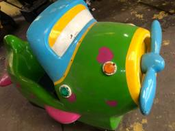 Avião de brinquedo para festa e eventos