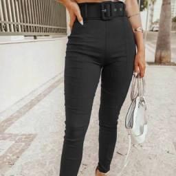 Calça preta com cinto